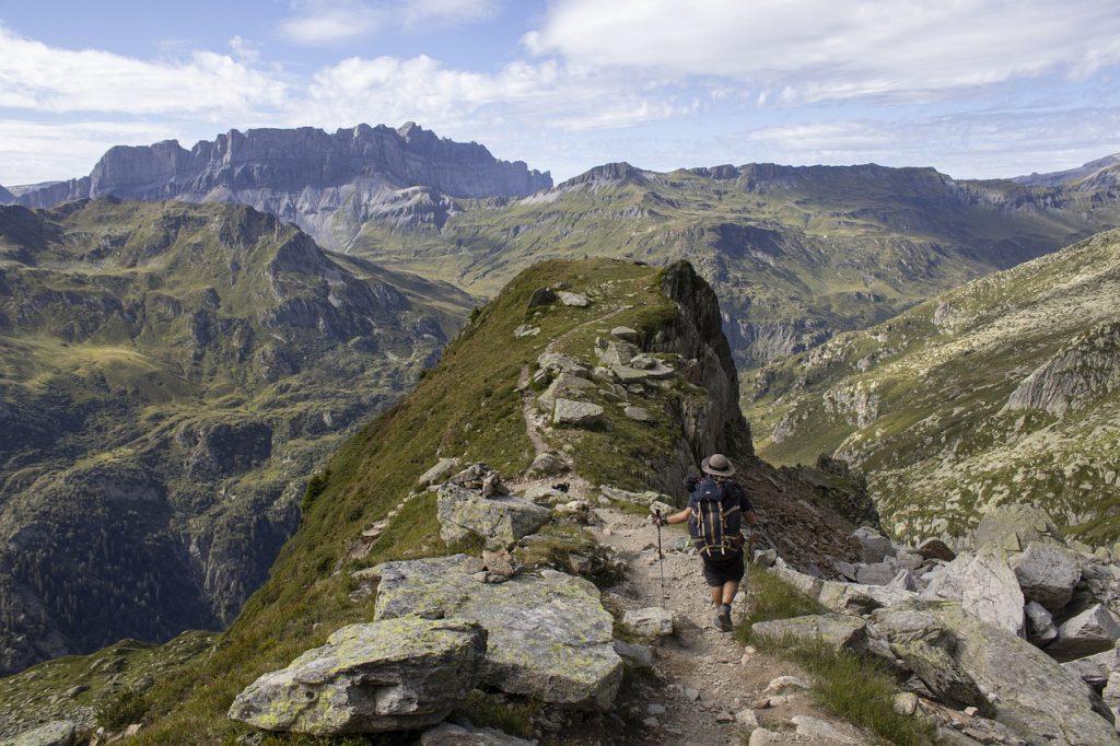 Peak Man Hiking Trekking Hiker  - mel_88 / Pixabay