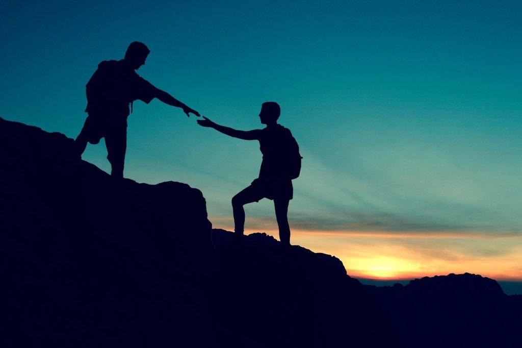 Couple Climbing Help Mountain  - Tumisu / Pixabay