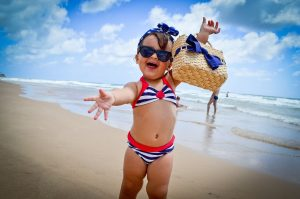 Open Arms Child Happy To Smiling  - cynthia_groth / Pixabay