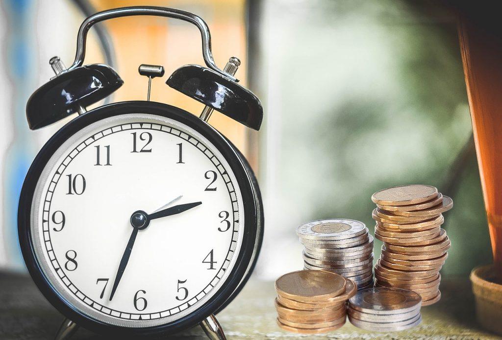 Alarm Clock Coins Finance Money  - Tumisu / Pixabay