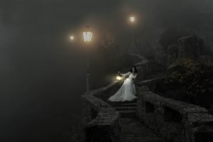Night Castle Woman White Lamps  - Willgard / Pixabay
