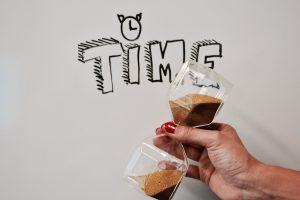 Time Hourglass Clock Nails  - Campaign_Creators / Pixabay